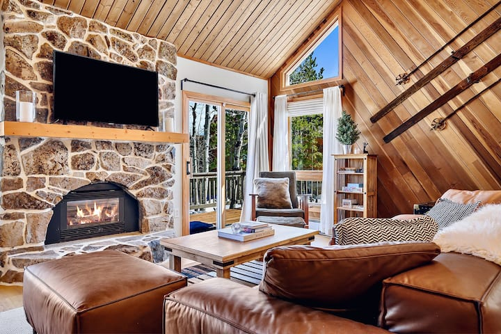 Rustic mountain chalet near skiing/national forest
