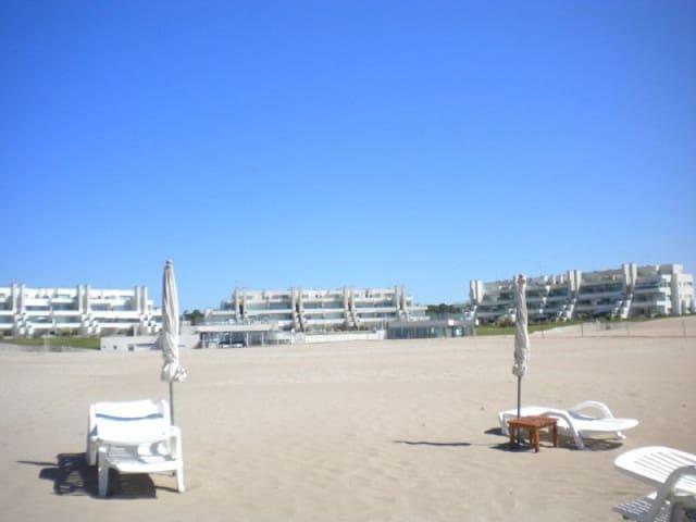 Departamento sobre la playa, todos los servicios - Pinamar - Condominio