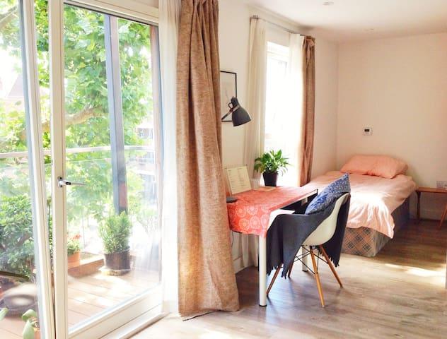 Bright clean single rm w/ balcony!