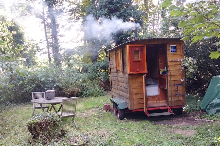 A Romantic Shepherd's Hut...secret getaway for 2!