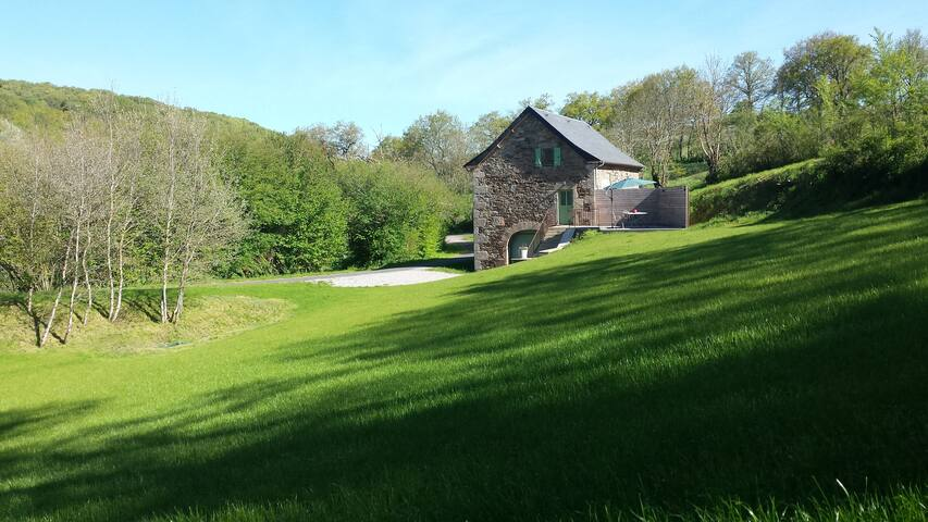Ancienne grange rénovée, en pleine nature - Vézins-de-Lévézou - Haus