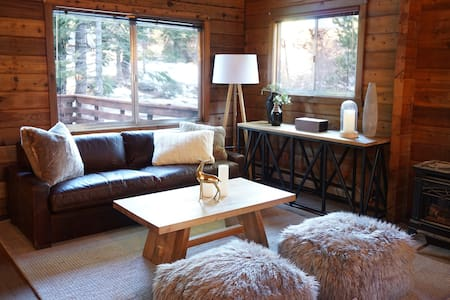 Dog Friendly 4-Bed Log Cabin with Hot Tub and Deck - Tahoe City