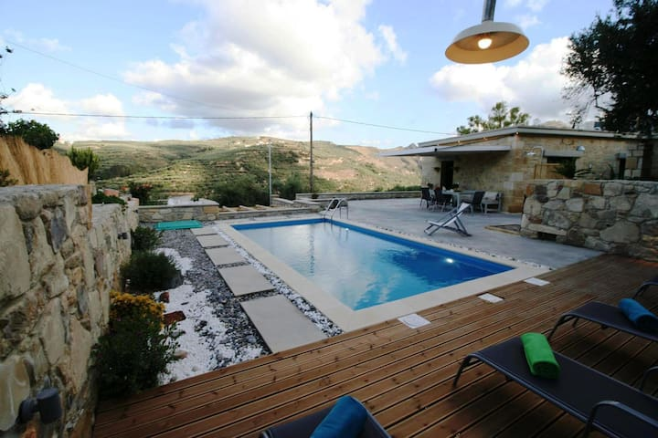 2-Bedroom Villa with Private Pool near Ballos!