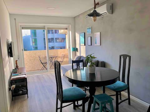 MATI公寓,配备空调和阳光阳台。
