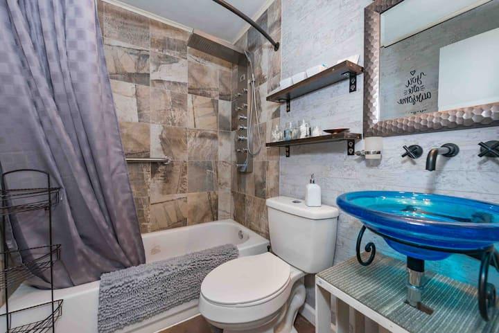Modern Duplex w/Rainfall Shower Washer Dryer IHOPU