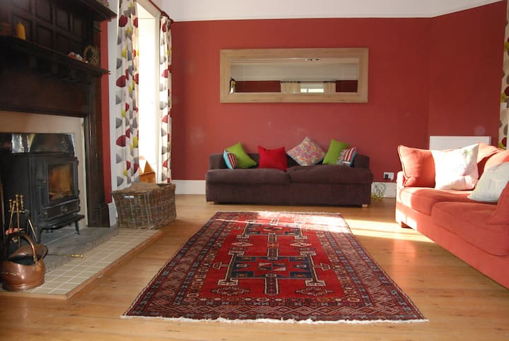 Beautiful large Vicarage House - Enjoy the Valley