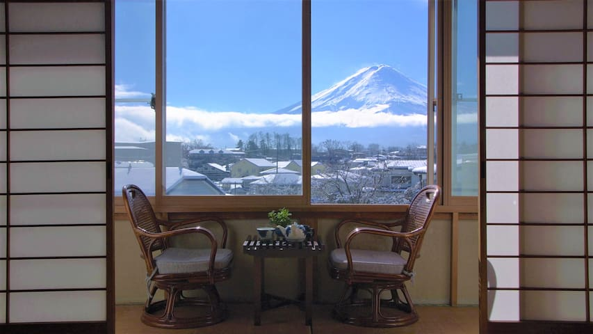 Traditional stay experience with best Fuji view!