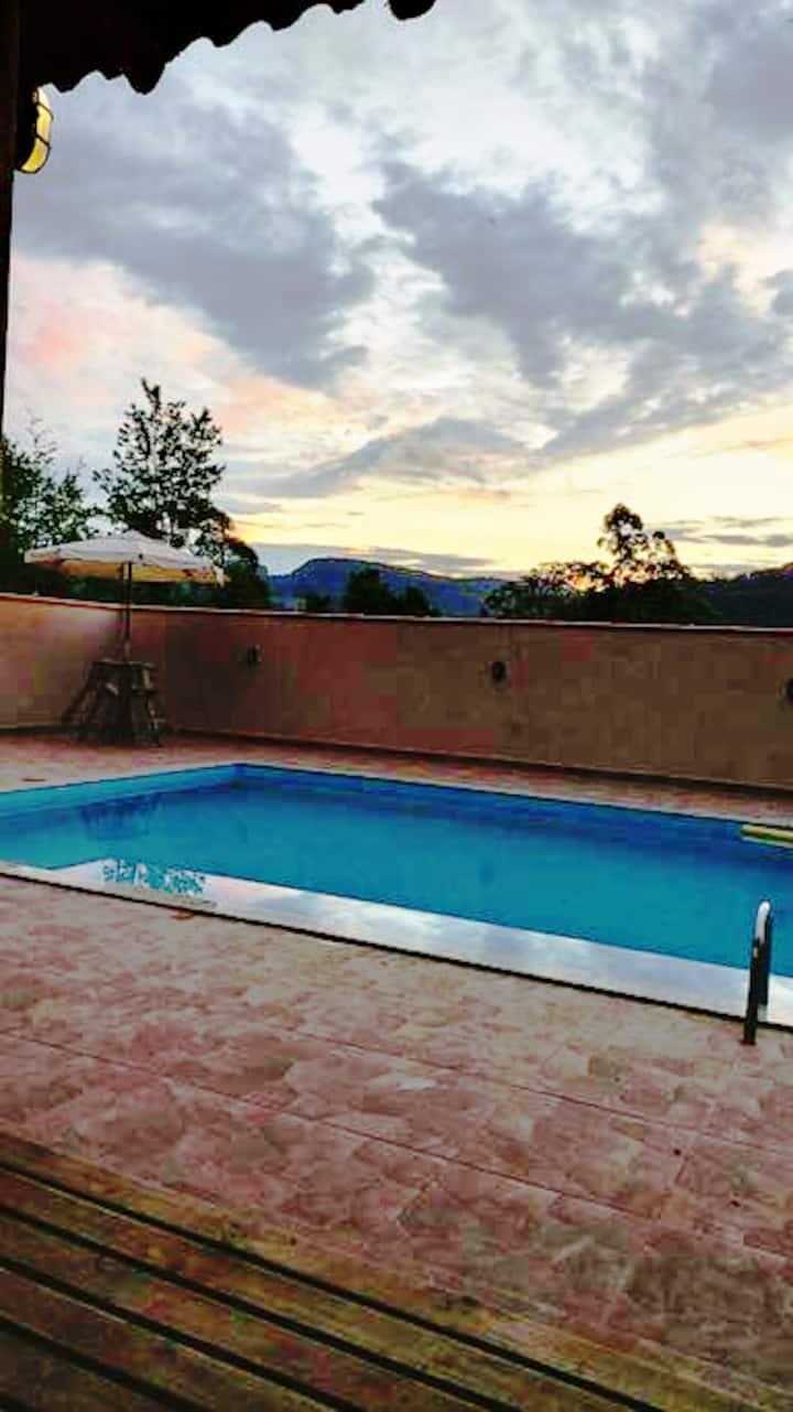 Casa de sítio com piscina (sobrado)
