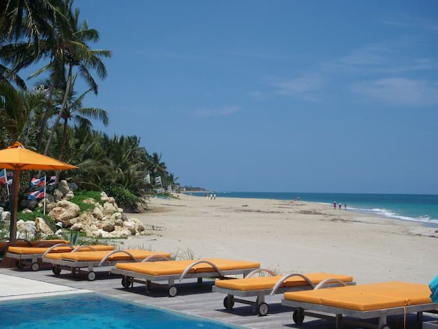 Pool deck & beach