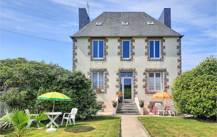 Awesome home in Ploujean with 3 Bedrooms