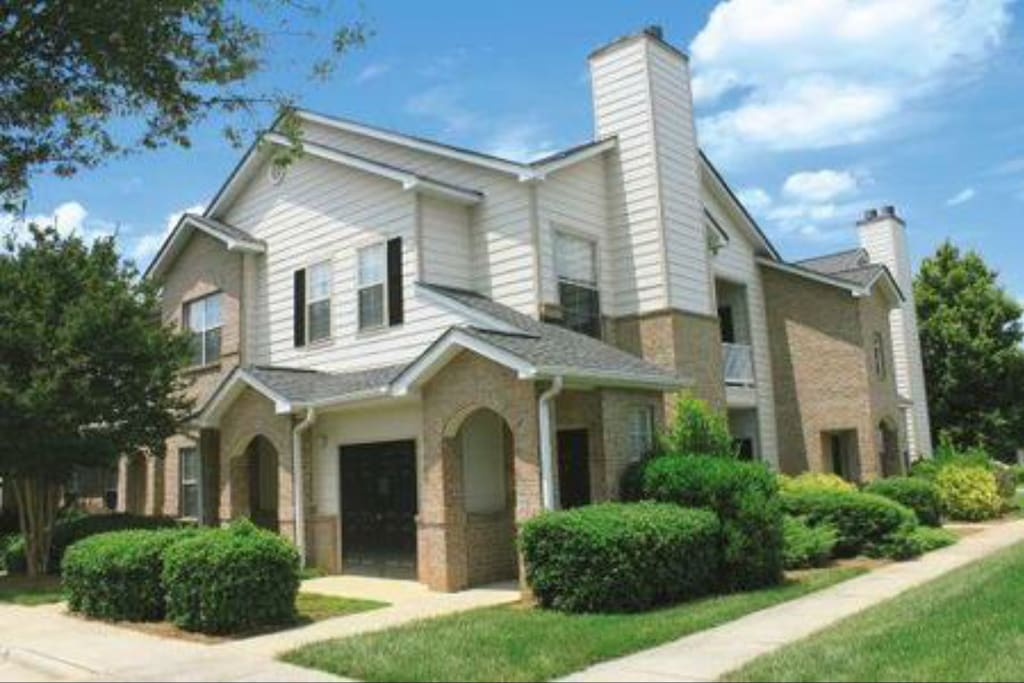 1 Bedroom Townhome W Garage Apartments For Rent In Charlotte
