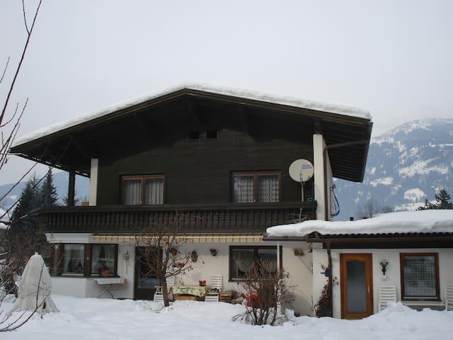 Studio-Apartment mit Terrasse - Lienz - Apto. en complejo residencial