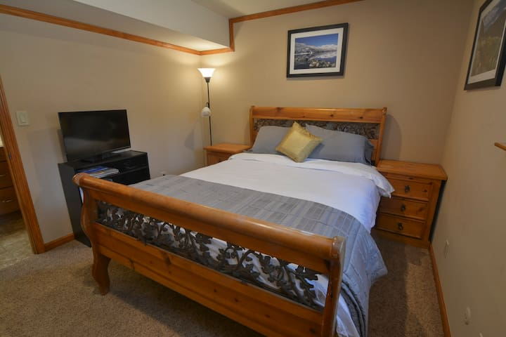 Guest Room in Updated Condo, Close to Ski Resorts