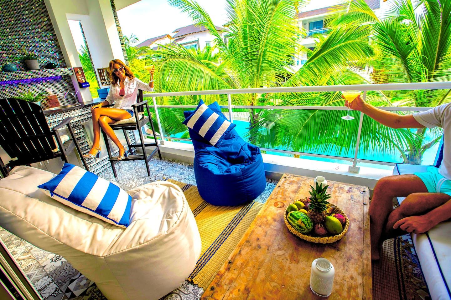 SUITE54 - Amazing Terrace with bar, electric BBQ and all Cocktail accessories you need to enjoy a perfect day in paradise with your family and friends while having a tropical cocktail. Could life be better?