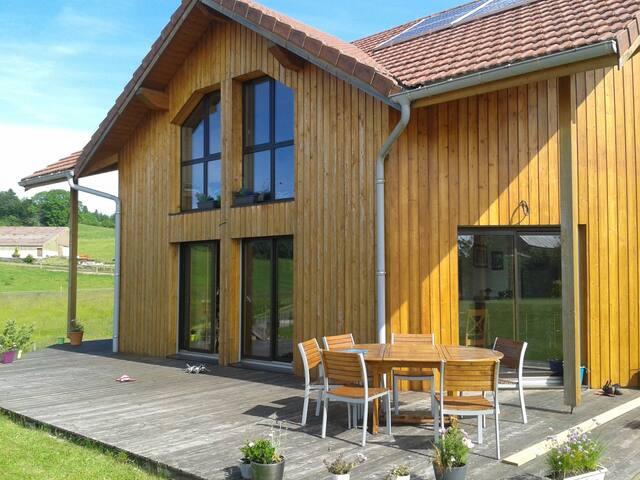 Maison en bois à 5 min du lac - La Planée - House