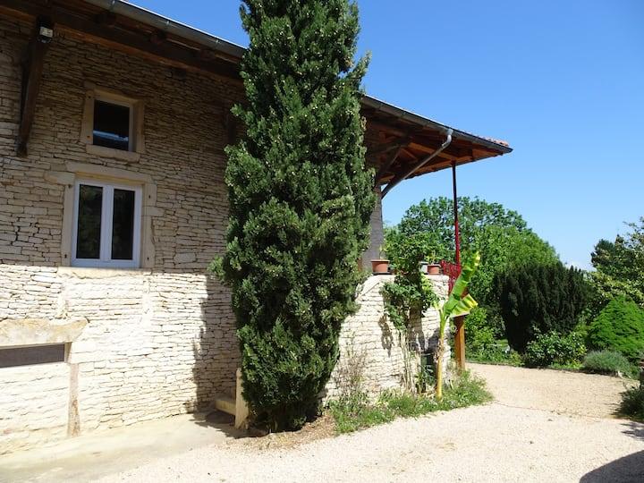 Maison de campagne du vignoble Mâconnais.