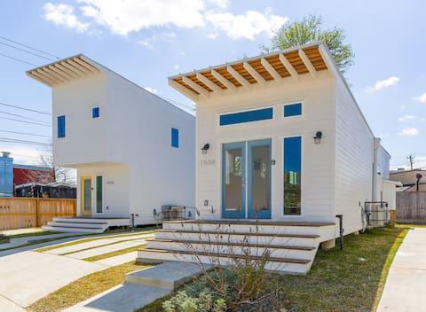 Modern + Minimalist 1BR House   East Downtown 1508