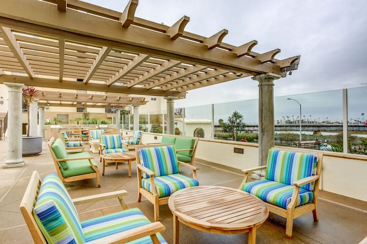 Gorgeous 2 bedroom condo with ocean view