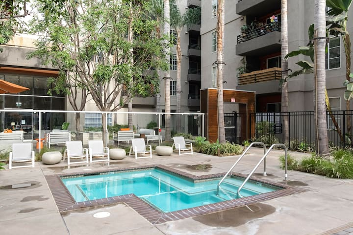 Furnished 1BR in Santa Monica, Gym + Pool