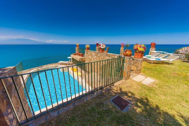 Villa Il Faro, gorgeous villa with private pool