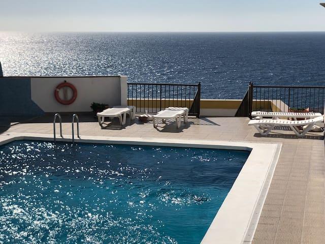 Apart. a 3 minutos de playa, con terraza y piscina