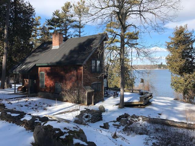 Charming Cottage on Lake Champlain
