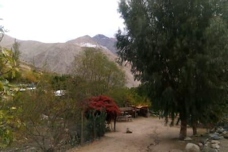 Valle de Elqui con Estrellas y Cielos Limpios