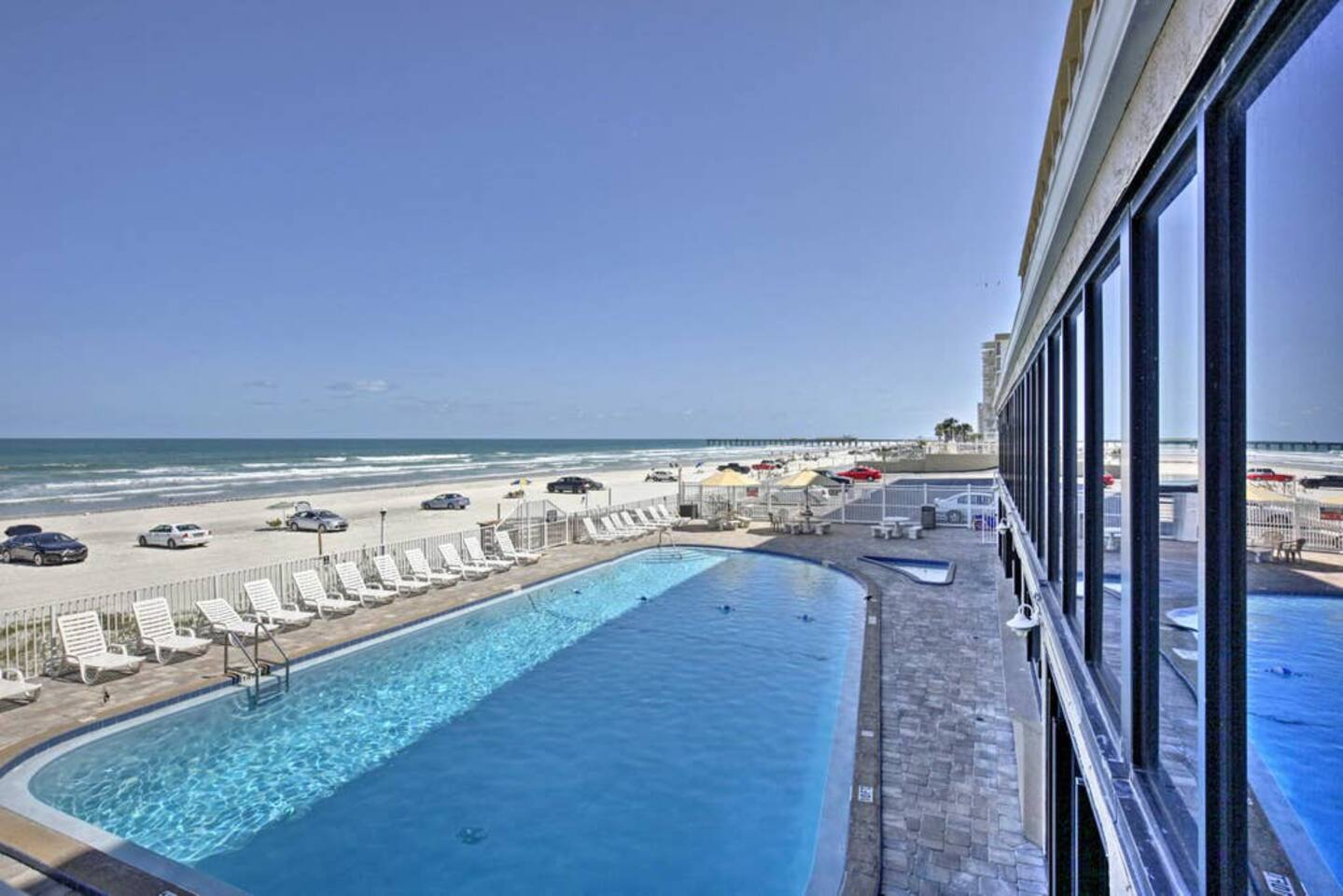 Amazing Pool with direct access to the beach!