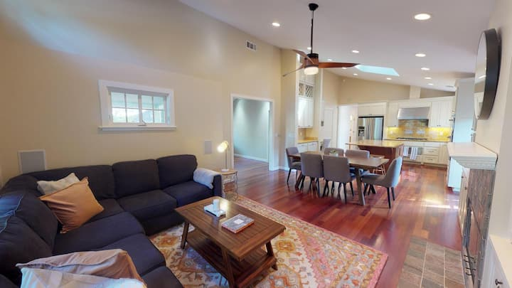 Private room in Beautiful Palo Alto craftsman with spacious backyard