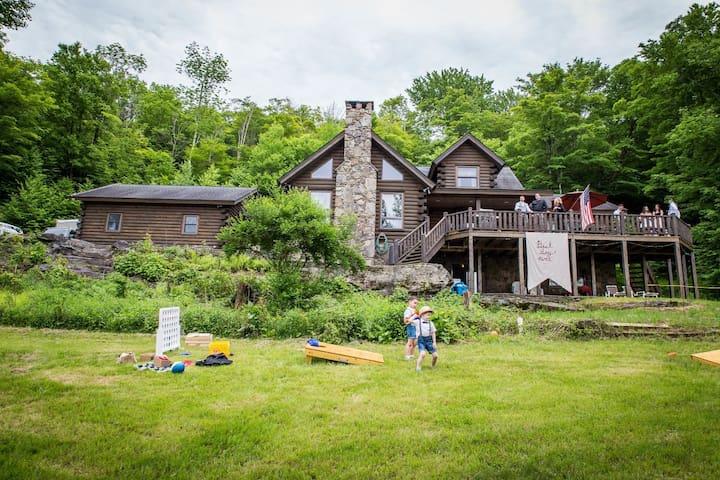 Roscoe Luxurious Mountain top log home Lake acces