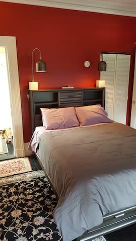 The Scarlet Room - Halifax - Bed & Breakfast