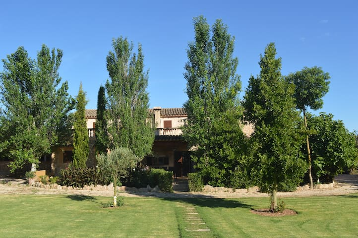 FAMILY FINCA RAFAL COGOLLES FOR UP TO 18 GUESTS - Manacor - Casa