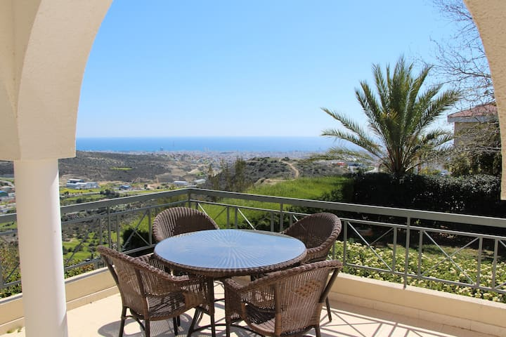 Room for 2 in a house with a view! - Limassol - Casa