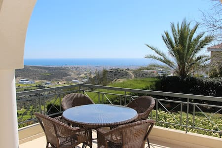 Room for 2 in a house with a view! - Limassol - Dům