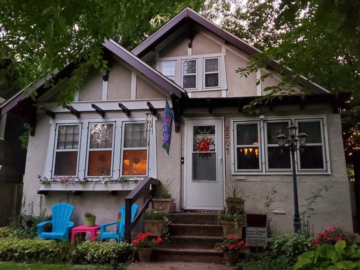 Room in charming home off pkwy and near downtown