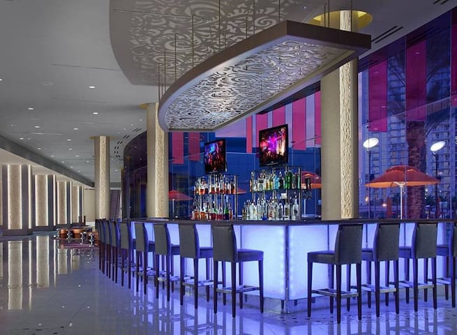CES Hilton Elara Suite On The Strip! FREE Shuttle