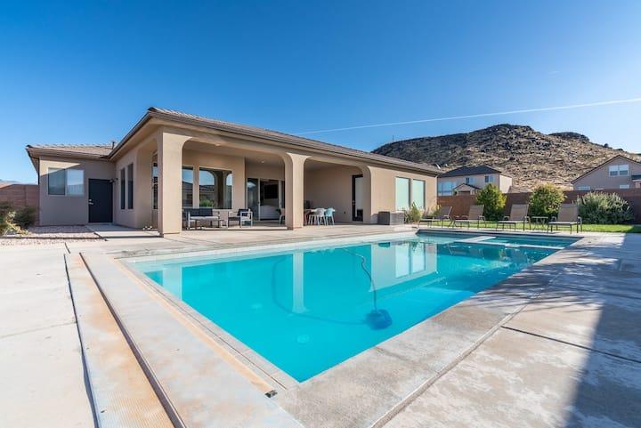 Desert Cove NEW! Private Pool/Spa. 4 Bed & 4 Bath!