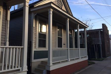 Historic Downtown Cottage - Мемфис