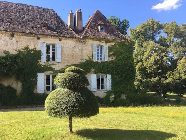 Pavillon dans Manoir du 17eme,piscine, jacuzzi.