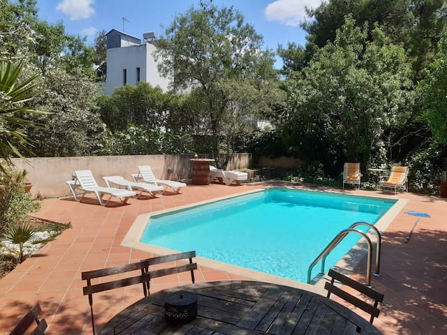 Spacious house, private pool, Athens area NETFLIX