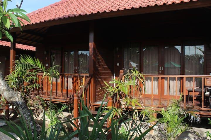 Pattri Garden : Huts at Lembongan