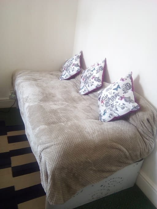 Single bed (near the double bed) can also be used as a settee