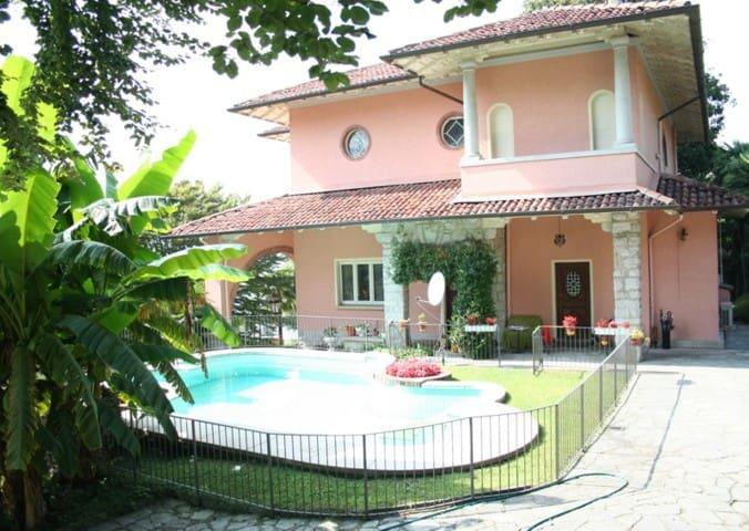 Splendida villa d'epoca con piscina sul lago. - Verbania - Villa