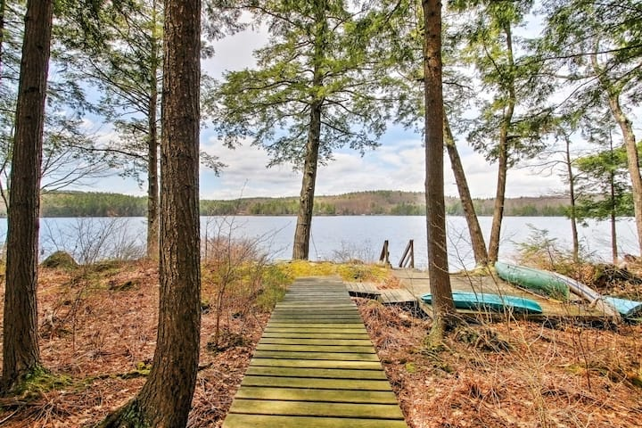 Lakeside Francestown Home w/Dock, Kayak, & Canoe!
