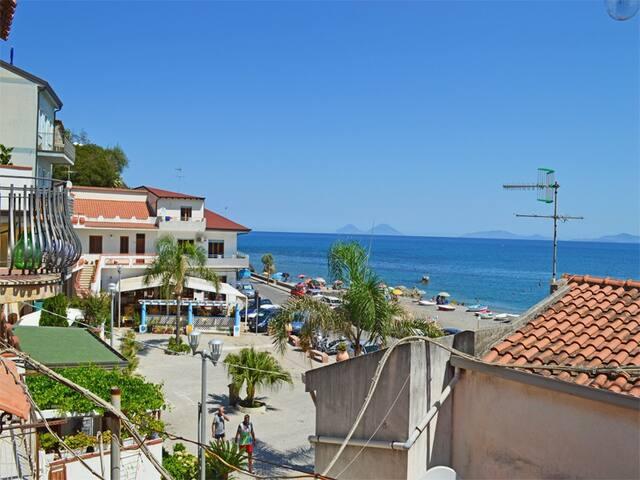 Casa Uva, graziosa casa Eoliana a 2 passi dal mare