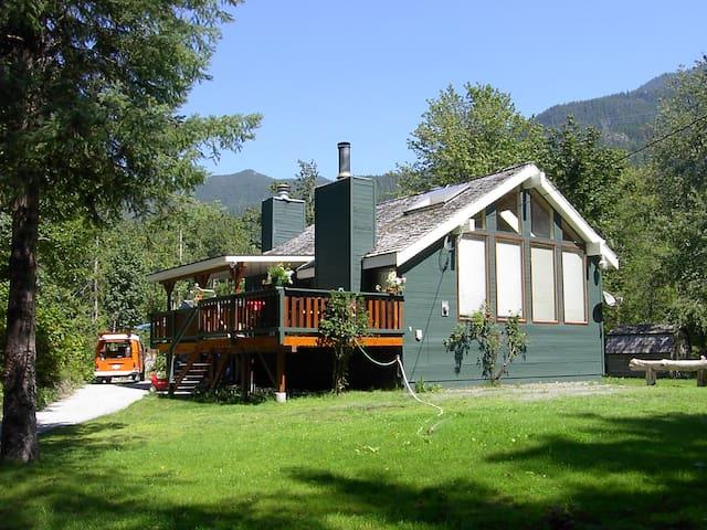 Cheakamus River Country House