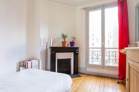 10m2 room in a cosy 55m2 flat in Montmartre - Pariisi