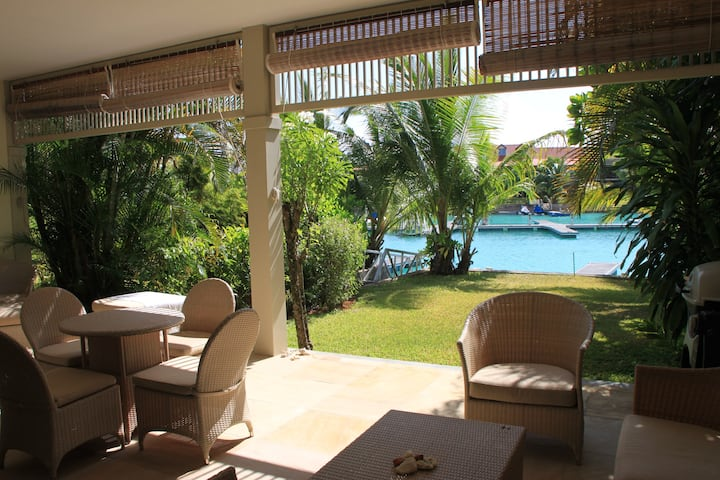 Spacious 2 bedroom Luxury Apartment with garden