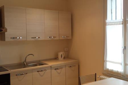 Nuovissimo e accogliente bilocale - Pavia - Lägenhet