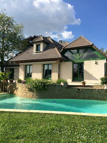 3 chambres maison piscine 12km Lyon - Fontaines-Saint-Martin - 一軒家